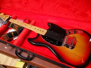 FENDER/'77 Mustang