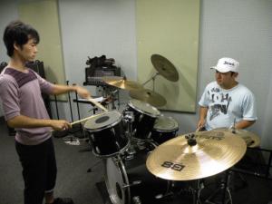 ギター・ベース・ドラムのミュージックスクール